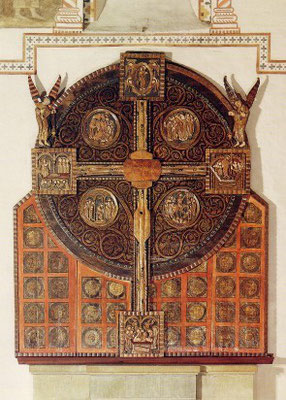 S.Maria zur Höhe, Scheibenkreuz mit Adultera-Reliefmedaillon um 1230