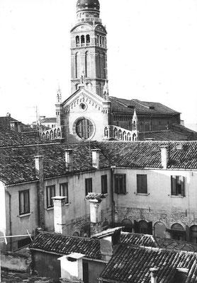Ausblick vom Standort des ehemaligen Ateliers auf Klostergarten und Madonna dell'Orto