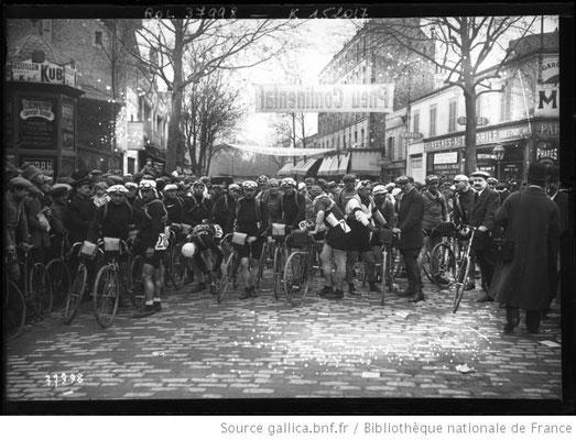 Start des Paris-Roubaix 1914 in Suresne (Sieger Ch.Crupelandt)