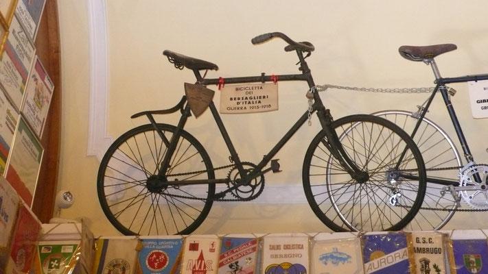 Madonna del Ghisallo biciclette votivi (b.militare della guerra 1914-18)