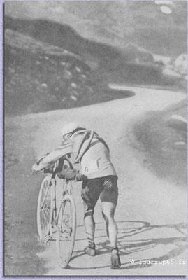 """Octave Lapize, Tour de France 1910 am col Tourmalet mit Startnummer """"4"""""""