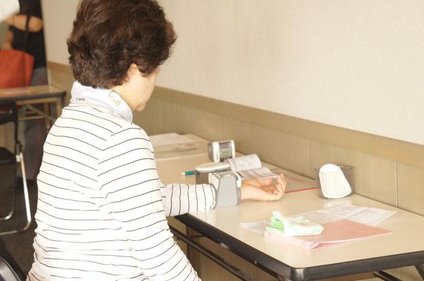 健康管理の血圧測定も行っています。