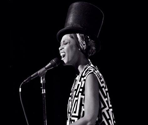 the Funky Soul story - Erykah Badu 07