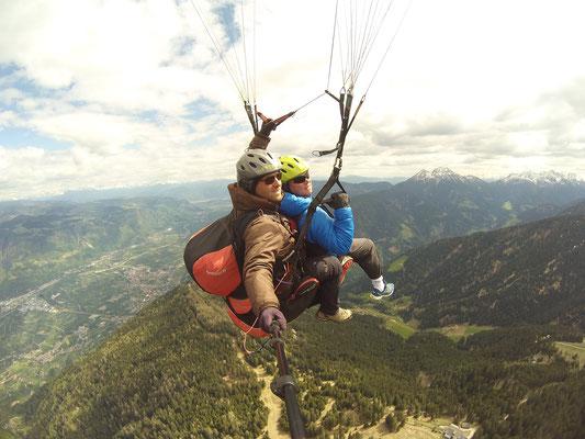 hinten die Dolomiten