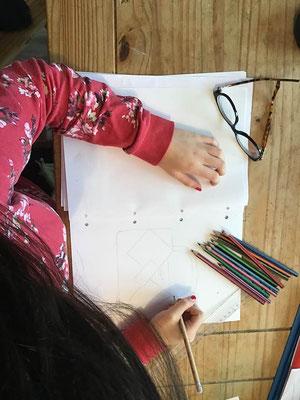 Maëva n'a que 14 ans et déjà elle révèle des talents de styliste