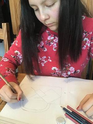 La marque Zoatl et Maëva, 14 ans, travaille pour la prochaine collection de sacs à main