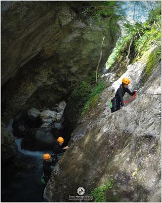 Passage en via ferrata dans le canyon du Fournel