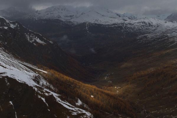 L'autome en fond de vallée, l'hiver sur les montagnes