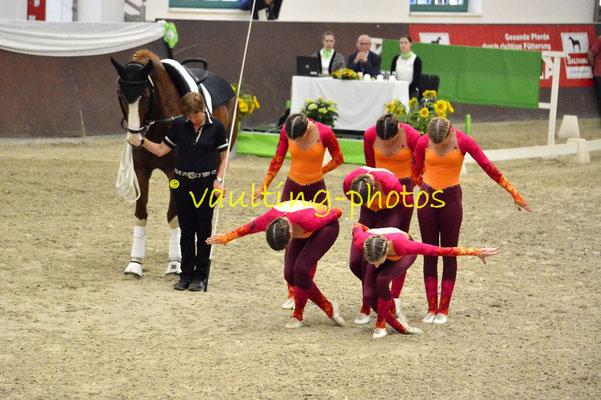 Lingen-Juniorteam; LV: Weser-Ems; Pferd: Casanova; Longe: Agnes Först
