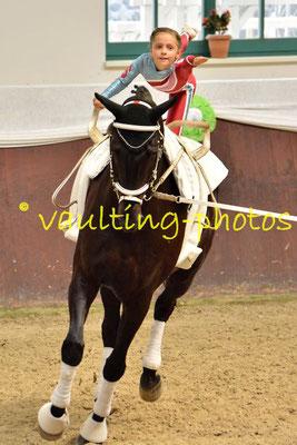 VV Igelsberg Junior II; LV: Bayern; Pferd: Rajan 11; Longe: Annkathrin Solf