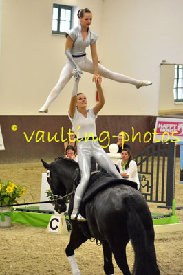 Anne Schlumbohm/Melanie Eger; LV: Baden-Württemberg; Longe: Sabrina Piechullik; Pferd: Humphrey Bogart 6