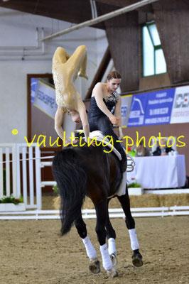 Anna Neumann/Madeleine Gallien; LV: Bayern; Pferd: Best Dancer; Longe: Natascha Fischer