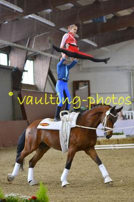 Philine Lindhorst/Katharina von Eynern; LV: Hamburg; Pferd: Mr.Luis von der Itzehoer; Longe: Veerle Schlüter
