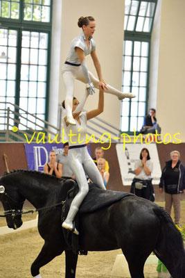 Anne Schlumbohm/Melanie Eger; LV: Baden Württemberg; Longe: Sabrina Piechullik; Pferd: Humphrey Bogart 6