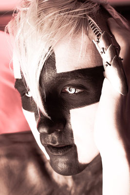 Model: Nahual / Foto: Ute Burkhardt / Hair & MuA: JustB Makeup by Ute Burkhardt