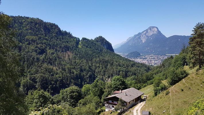 Im Aufstieg kurz nach den steilen Sparchenstiegen - toller Ausblick auf Kufstein.