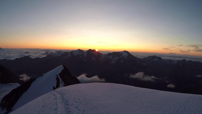 Sonnenaufgang am Nordostgrat am Nadelhorn