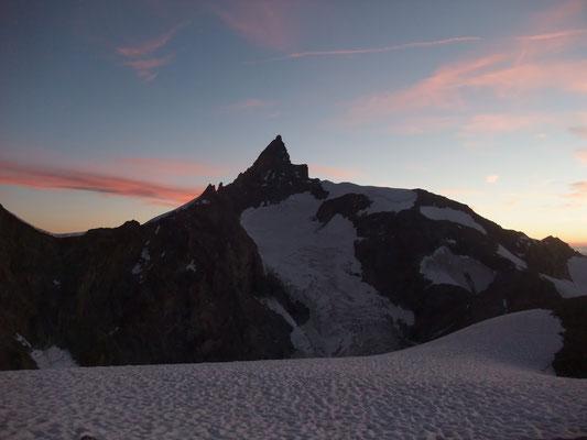 Sattel unter Wellenkuppe-Blick Zinalrothorn-3600m