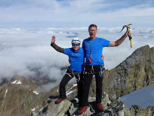 Nach 2015, wo der Aufstieg wegen schlechtem Wetter abgebrochen werden musste, hat es 2019 endlich geklappt. Wieder ein neuer 4000er auf unserer langen Liste. Sebastian Sedlmeier (links) und Torsten Puschmann (rechts)
