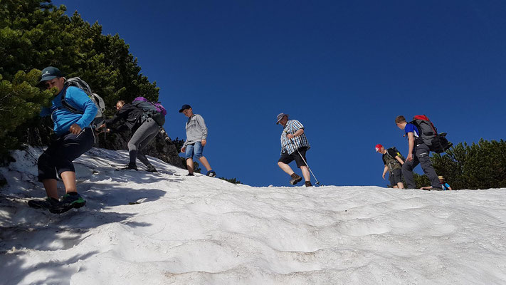 ....und weiter gehts am Freitag. Viel Altschnee erschwerte uns den Weg zu den Ruchenköpfen.