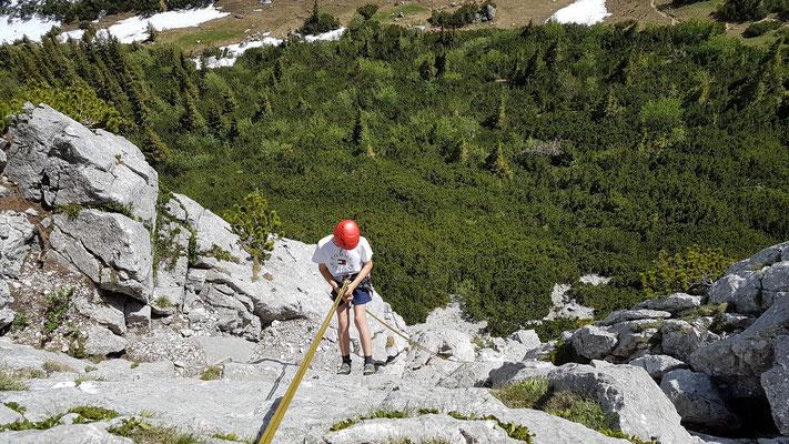 Jan beim Abseilen in die Südwand