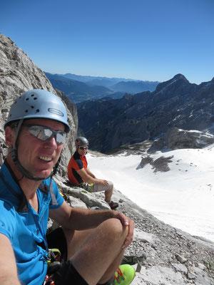 Kurze Rast am Einstieg der letzten Kletterpassage