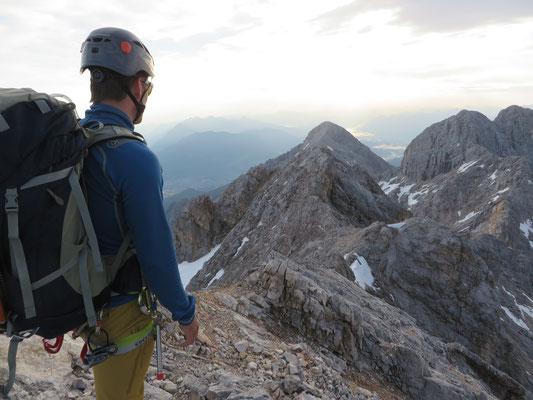 Blick auf das Tagesziel, die Alpspitze (mittig im Bild)