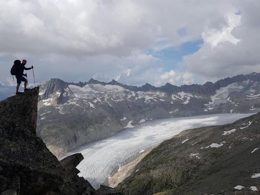 Am kleinen Furkahorn mit Blick auf den Rhone-Gletscher