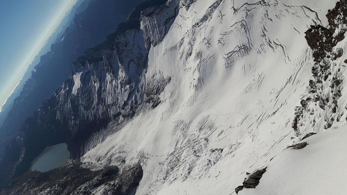 vom Oberaarhorn Blick auf Oberaargletscher und Oberaarsee
