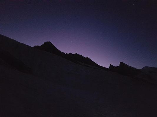 Sonnenaufgangsstimmung: Es kündigt sich ein hervorragender Bergtag an