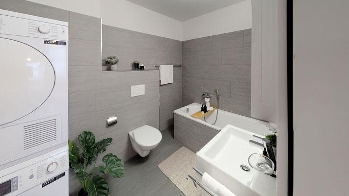 Zwei Badezimmer in der Wohnung (Badewanne/WC, Dusche/WC) und Waschturm