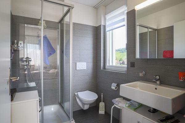 Beide Badezimmer mit Tageslicht
