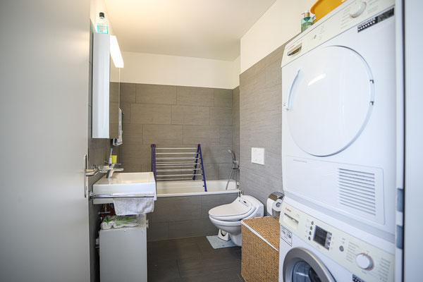 Zwei Badezimmer (Badewanne/WC, Dusche/WC)