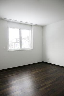 Helle, schwellenlose Zimmer, edles Räuchereiche Parkett, elektrische Rollläden, Bodenheizung