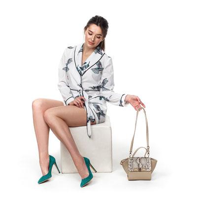 фотосъемка для каталога женских сумок на модели