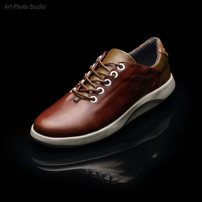 творческая фотосъемка обуви - фото для инстаграм