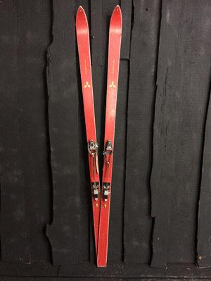 skis vintage altipic ref 005 réservé
