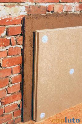 conluto Inndendämmung: Holzfaserdämmplatte mit Dämmstoff-Schraubdübeln fixiert