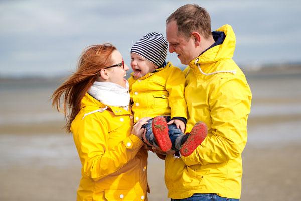 Familien| Regenjacke| Strand| Spaß| Kind| Greifswald|Hendrikje Richert Fotografie