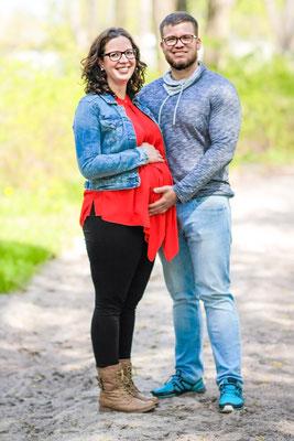 Schwangerschaftsshooting in Greifswald an der Ostsee mit Melanie& Jan| schwanger| Schwangerschaft| Liebe| Familiengründung| Wind| windig| Strand| Ostsee| Spielplatz| Kuss| Greifswald| Neubrandenburg