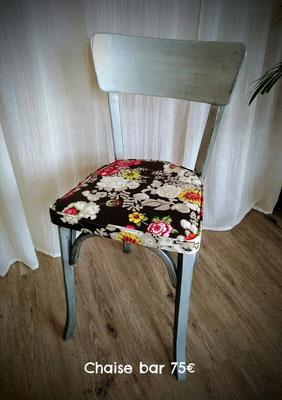 Chaise fleurie 75€