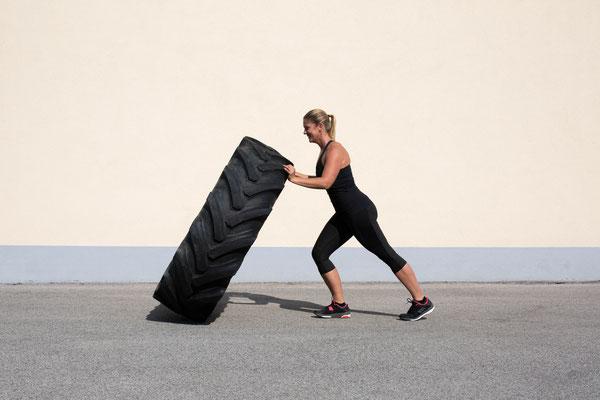 Training mit Traktorenreifen; Wheelflipping