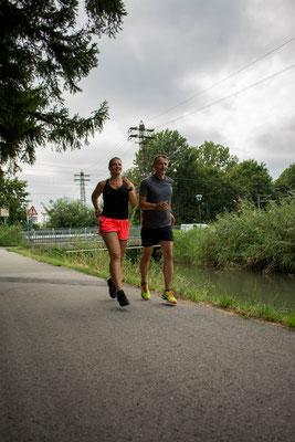 Laufen Trainer mit Kunden