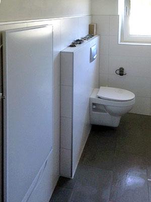 Vorbau einer Toilettenkastens.