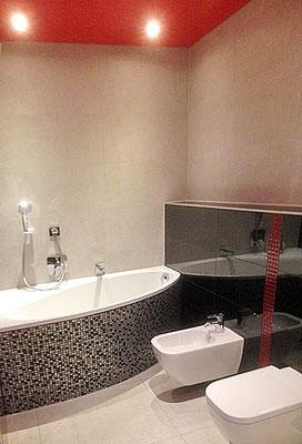 Blick ins Badezimmer mit Toilette, Bidet und Eckbadewanne.