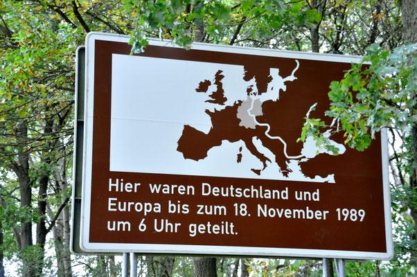 Tafel Deutsch-deutsche Einheit nahe Schmölau