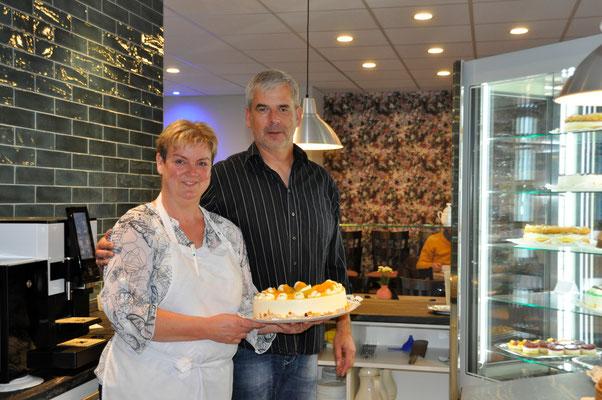 Kathleen Goedicke und ihr Mann im Café No. 3 in Schmölau