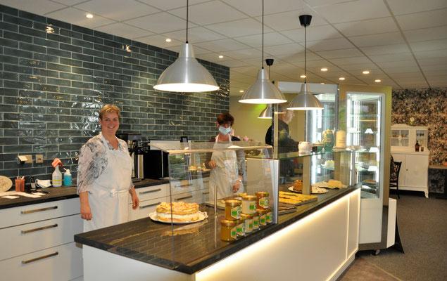 Kathleen Goedicke in ihrem Café No. 3 in Schmölau