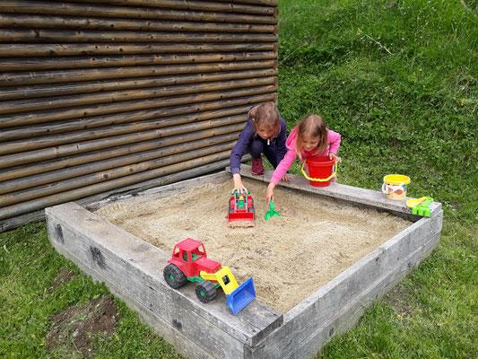 Graier Huabn - Sandkiste mit Spielhäuschen