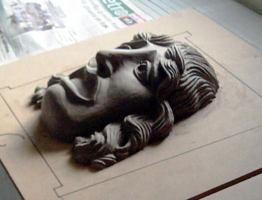 modelado de una máscara romana de teatro